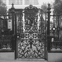 Magazine St. (woody lauland) Tags: blackandwhite monochrome architecture la louisiana neworleans nola gardendistrict neworleansla