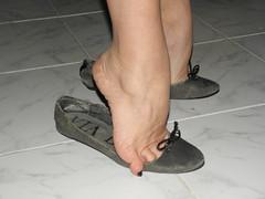 Heelpopping trashed flats 2 (luk742003) Tags: feet flats piedi ballerine balletflats heelpop heelpopping