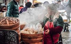 A Nat-Geo Scene in China (KYSTUDIO) Tags: china travel photography market yangshuo national geography 中国 pau seller 阳朔