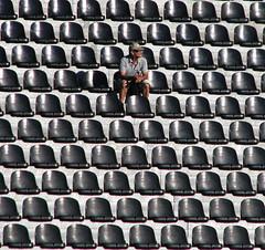 Hinchada (Ennio Pereira R.) Tags: public fan alone stadium human estadio solo público soledad humano asientos fanatic humanidad hinchada butacas hincha gradería