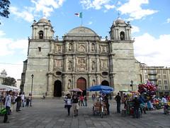 "Oaxaca: la Cathédrale Notre-Dame de l'Assomption <a style=""margin-left:10px; font-size:0.8em;"" href=""http://www.flickr.com/photos/127723101@N04/25632363785/"" target=""_blank"">@flickr</a>"