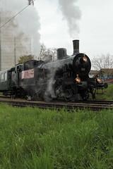 Dampfzug Whisky Train mit Dampflokomotive Eb 3/5 Nr. 5810 Habersack ( SLM Nr. 2211 - Baujahr 1911 - Heute VDBB Verein Dampfbahn Bern - Dampflok ) am Bahnhof Kerzers im Kanton Freiburg - Fribourg der Schweiz (chrchr_75) Tags: hurni christoph schweiz suisse switzerland svizzera suissa swiss chrchr chrchr75 chrigu chriguhurni chriguhurnibluemailch april 2016 april2016 hurni160409 bahnhof kerzers kantonfreiburg kantonfribourg eisenbahn bahn train treno zug schweizer bahnen dampflokomotive dampflok dampfmaschine locomotora vapor  vapeur steam vapore  stoomlocomotief albumdampflokomotiveninderschweiz albumbahnenderschweiz juna zoug trainen tog tren  lokomotive lok lokomotiv locomotief locomotiva locomotive railway rautatie chemin de fer ferrovia  spoorweg  centralstation ferroviaria albumbahndampfbahnberndbb dampfbahn bern dbb verein vdbb