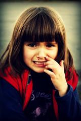 Petite fille triste (Calysto Aurora) Tags: bobo triste fille souffrance jeune douleur fillette pleure