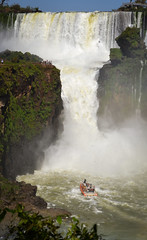 Aventura (Jorgelina Dromedari) Tags: naturaleza argentina brasil waterfall natural selva waterfalls cataratas iguazu misiones parquenacional cataratasdeliguazu parquenacionaliguazu