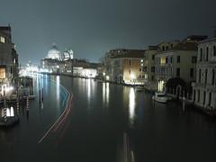 Venezia_131_1718 (Dubliner_900) Tags: longexposure venice nightshot olympus venezia channel canale notturno santamariadellasalute lighttrail veneto lasalute scie micro43 mzuikodigital17mm118 omdem5markii