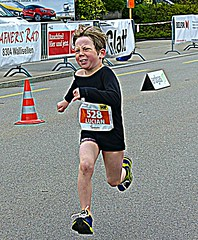 Warrior (Cavabienmerci) Tags: boy sports boys sport race children schweiz switzerland kid  child suisse zurich running run course runners pied runner triathlon laufen triathlete 2016 lufer lauf triathletes wallisellen walliseller