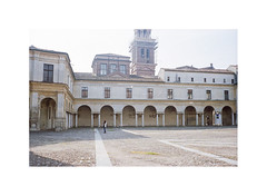 (a | e) Tags: dog person space mantova distance piazzacastello classicism