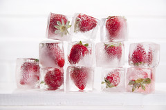 Ice cubes with strawberries (fotografiche) Tags: red party summer food white cold color water fruit frozen strawberry sweet background pop icecream snack relaxation refreshing granita sorbet icecube popsicle aroma