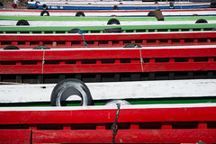 Colorful Planks (leo_phel) Tags: red white rot colors lines ferry boot boat pattern kahn colourful hafen muster fhre farben habour habor linien weis dsc7906