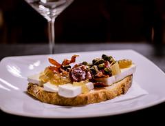 Tosta Marvi (Marcos (@luma_net)) Tags: food valencia cheese bar canon comida alimento queso pan brie jamn gastronoma cebolla alcaparras marvi tosta 700d canon700d barmarvi