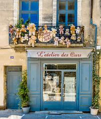 l' Atelier des Ours  Uzes (capvera) Tags: bear factory display etalage ours atelier uzes
