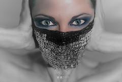 Cuando los ojos hablan (naslymeja) Tags: woman verde mujer foto blu modelo photograph ojos mirada azules lentejuelas