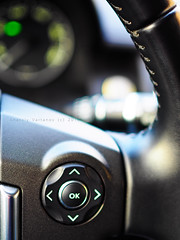 Land Rover Discovery 4 (LR4) steering wheel (be.image photography) Tags: macro car closeup digital lens olympus sample vehicle dashboard f18 18 suv landrover discovery zuiko steeringwheel gauges omd 25mm markii m43 em10 lr4 micro43 discovery4 mzuiko