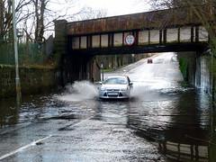 King St Bridge is Flooded Again (8) (dddoc1965) Tags: park street bridge cars water scotland king flooded splashing ferguslie dddoc davidcameronpaisleyphotographer