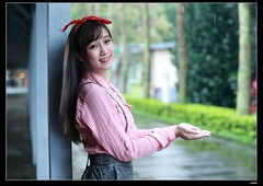 nEO_IMG_DP1U7906 (c0466art) Tags: door morning light portrait cute girl smile rain female canon out campus asia university pretty natural sweet quality gorgeous taiwan ntu lovely charming pure 1dx c0466art