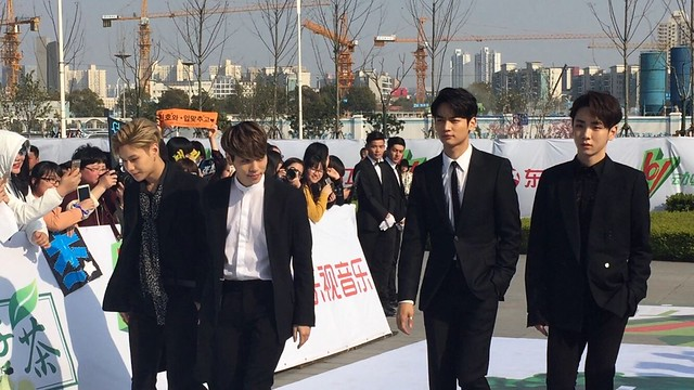 160328 ‎SHINee @ '23rd East Billboard Music Awards' 25523292623_0d1a25bff8_z