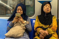 Two and different Generations (*Capture the Moment*) Tags: people subway singapore metro menschen mrt singapur 2015 sg50