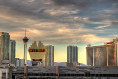 Las Vegas: Skyline (Lee Nichols) Tags: skyline photoshop casino hdr highdynamicrange lasvegasstrip lasvegasskyline photomatix tonemapped tonemapping handheldhdr westgatehotel canoneos600d