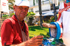 Portrait of an Artist (Denis Moynihan) Tags: street light portrait sculpture sun art face paper islands spain paint artist gran canary streetscape canaria mach