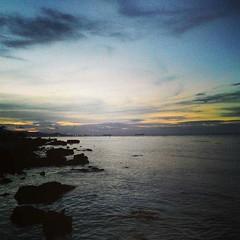 Pulau Panjang yang tak lagi punya pantai yg indah dan nyaman karena pasirnya disedot dan dijual meninggalkan karang dan rawa, sehingga untuk menikmati sunsetnya pun harus bergegas karena serbuan ganasnya nyamuk. . . #repost Photo by : @ayopelesiran . . #p (kotaserang) Tags: sunset sea dan by indonesia island photo yang yg indah lagi pulau tak pantai rawa senja pun repost nyamuk karang karena wisata punya panjang untuk serang dijual menikmati banten harus nyaman pariwisata bergegas meninggalkan ganasnya pulaupanjang kotaserang sehingga instagram ifttt serbuan httpkotaserangcom exploreserang pasirnya disedot sunsetnya ayopelesiran
