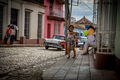 It's the little things (pesch.florian) Tags: street colour fun child baloon joy cuba trinidad oldtimer kuba spas