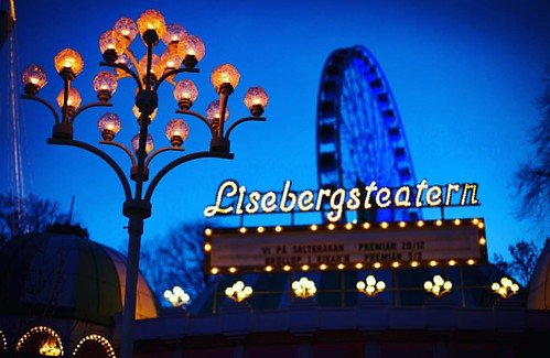 #liseberg #lisebergsteatern #gothenburg #gothenburgchristmas #sweden #night #neon #christmas