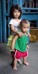 sister and brother (the foreign photographer - ) Tags: portraits thailand toddler sister brother bangkok sony khlong bangkhen thanon rx100 dscjan232016sony