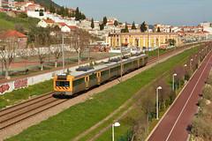 R 4416 - Vila Franca de Xira (valeriodossantos) Tags: portugal train cp regional comboio passageiros caminhosdeferro 2240 vilafrancadexira linhadonorte cpregional automotoraeltrica unidadetriplaeltrica