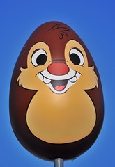 Dale at the Information Center (Barry Wallis) Tags: dale egg dlr informationbooth easteregghunt downtowndisney dtd disneylandresort barrywallis