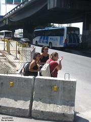Mulheres (Janos Graber) Tags: 3 bus riodejaneiro rua mulheres nibus mau busz blocos socristvo