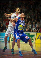 Ales Chan (guenterleitenbauer) Tags: pictures sports basketball sport ball photo google fight flickr foto basket image photos action picture indoor center images fotos chan april match win halle ales gnter korb liga wels 2016 wbc meisterschaft abl guenter leitenbauer wwwleitenbauernet gmundenswans