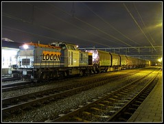 Locon 203 160 met de afvaltrein 50080 in Apeldoorn (Jonathan Blokzijl) Tags: netherlands station night train canon wagon nightshot diesel nacht nederland rail railway zug bahnhof trains cargo bahn railways freight veluwe trein spoor apeldoorn spoorwegen freighttrain gelderland cargotrain etcs locomotief nachtopname locon 50080 goederentrein afvaltrein vamtrein 203160 locon203160