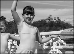 (Dorron) Tags: ballet beach bar dance nikon san sebastian danza country playa bamboo concha barra basque urko vasco euskadi donostia pais barandilla dantza guipuzcoa gipuzkoa euskal herria eskola ondartza sagasti aizpea dorronsoro dorron d3s