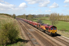 66056 4C72 Knabbs bridge 19.04.2016 (Dan-Piercy) Tags: coal empties scunthorpe dbs class66 ews immingham 66056 knabbs 6c72