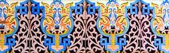 Barcelona - Provena 243 h (Arnim Schulz) Tags: barcelona espaa building art texture textura faence architecture tile liberty spain arquitectura pattern arte mosaic kunst edificio kacheln mosaico catalonia artnouveau tiles gaud architektur catalunya deco espagne btiment gebude muster modernismo catalua spanien modernisme glazed azulejos jugendstil mosaque baldosa mosaik deko dekoration decoracin espanya katalonien stilefloreale textur belleepoque baukunst carreau
