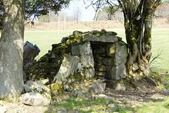 cabane construite par les bergers pour surveiller les troupeaux. (Lumire du soir) Tags: pierre correze cabane limousin abri