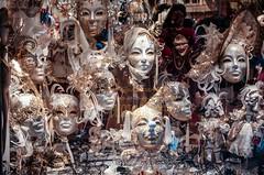 La maschera (GpRiccardi) Tags: venice shop gold mask negozio vetrina carnevale venezia cappello maschera oro strega pagliaccio artigianato pizzi merletti