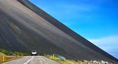 Nattmalatindur near hfn 5a (Bilderschreiber) Tags: road island iceland stones steine scree slope hfn gerllhalde hringvegur ringstrase nattmalatindur