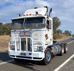 Ansett (quarterdeck888) Tags: nikon flickr transport frosty semi lorry trucks express olddays logistics winton kenworth bigrig overtheroad haulage quarterdeck vintagetrucks oldtrucks cabover class8 heavyvehicle ansett cartage roadtransport heavyhaulage truckies d7100 highwaytrucks aussietrucks australiantrucks expressfreight australiantransport freightmanagement jerilderietruckphotos jerilderietrucks outbacktrucks crawlingthehume townsing quarterdeckphotos humetrucks