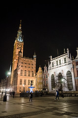The Main Town Hall and Artus Court (pawkopl) Tags: street old red people heritage tourism fountain beautiful architecture night court dark lights town hall nikon dusk postcard main tourists after 28 middle neptune ages gdansk targ 1755 artus dlugi d7000 pawkopl
