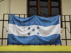 "Copan: le drapeau du Honduras <a style=""margin-left:10px; font-size:0.8em;"" href=""http://www.flickr.com/photos/127723101@N04/26525560256/"" target=""_blank"">@flickr</a>"