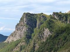 Il monte Castagnolo (Emanuele Lotti) Tags: park italy parco mountain alps montagne trekking italia hiking valle via tuscany monte toscana alpi montagna apuane cima monti gruppo pegaso apuan escursionismo lizza escursioni padulello mandriola resceto castagnolo