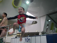 Liam jumping into the pool (avlxyz) Tags: swimming liam fb4