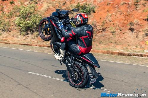 2016-Yamaha-R3-16