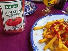 Tomaten Ketchup (AntyDiluvian) Tags: trip cruise beer river germany lunch deutschland town cafe ketchup fries pils rhine rhein bacharach mittelrheintal 2015 middlerhine mittelrhein