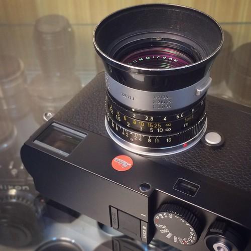 Leica M (Typ 262) - Black with Leica Summicron-M 35mm F2 - v3 / 6 Elements & Leica IROOA Lens Hood