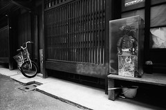Samurai in the Alley (Purple Field) Tags: street bw film monochrome bicycle japan analog zeiss 35mm walking alley kyoto doll fuji iso400 g rangefinder contax zen carl   g2 neopan samurai   f28   armer 21mm presto   biogon            canoscan8800f   stphotographia