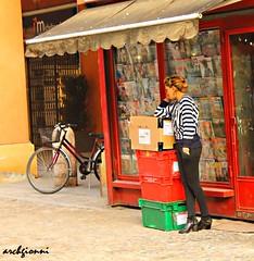 cell a modena (archgionni) Tags: street red colors girl mobile strada phone cellulare boxes vetrina cassette telefono rosso colori ragazza bicicletta giornali