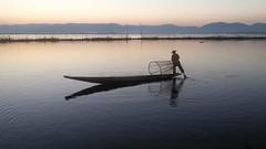 Birmania/Myanmar: lago Inle (chiar@s.) Tags: smrgsbord chiaras thisphotorocks birmaniamyanmar inlelakefisherpescatoresunsettramonto