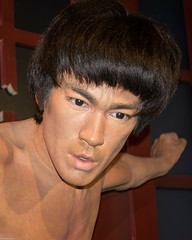 Bruce Lee (S000407) (Thomas Becker) Tags: madame tussaud celebrity work geotagged losangeles raw fighter museu puppet martial sony bruce iii arts statues musée lee hollywood figure actor celebrities wax museo celebs hollywoodblvd walkoffame celeb figuras muzeum figur cera tussauds puppe madametussauds lookalike waxwork madametussaud waxworks cire mme 李小龙 wachs schauspieler promi jeetkunedo panoptikum cere mmetussauds 李小龍 muséedecire wachsfigur wachsfiguren museodecera mmetussaud wachsfigurenkabinett museudecera museodellecere muziejus leejunfan aviationphoto vaxmuseum 160131 gabinetfigurwoskowych woskowe vaškofigūrųmuziejus vaško lǐxiǎolóng dscrx100 geo:lat=341018330 geo:lon=1183415310 kampfkünstler